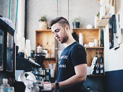 Kassieren im Café